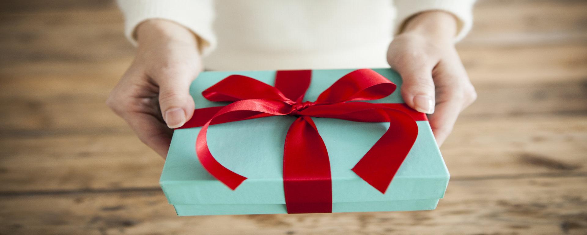 Geschenkidee Geschenkgutschein für ein Zimmer, Übernachtung, einen Kurzurlaub, eine Städtereise oder Frühstücks-Buffet im SAVOY Hotel Frankfurt/ Main