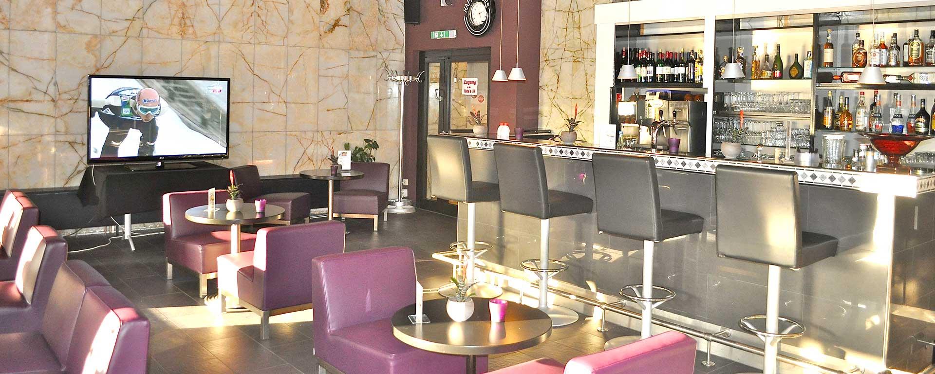 SAVOY Hotel Frankfurt City am Hauptbahnhof: Unsere Hotelbar ist täglich von 9:00 bis 1:00 Uhr geöffnet.